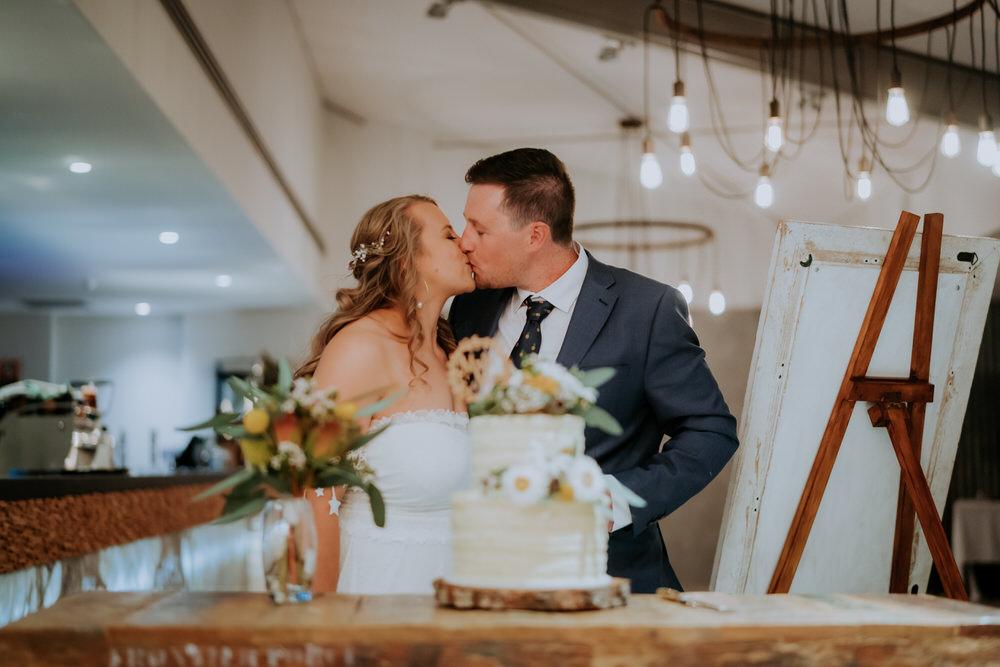 ava-me-photography-tori-thomas-the-springs-peats-ridge-wedding-715