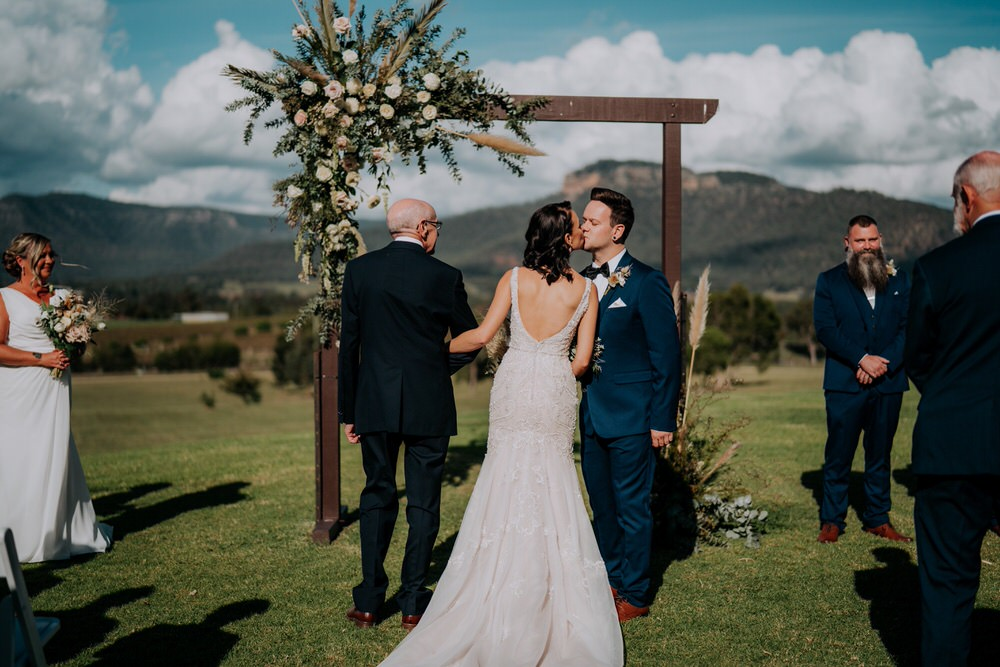 ava-me-photography-ange-andy-adams-peak-country-estate-barn-hunter-valley-broke-wedding-308