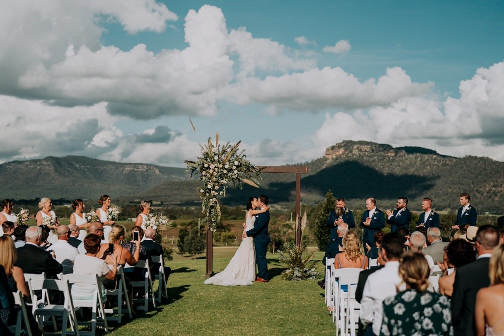 ava-me-photography-ange-andy-adams-peak-country-estate-barn-hunter-valley-broke-wedding-389